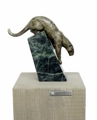 Animal figure on green marble - Agile Cougar - sign. A. Stevens